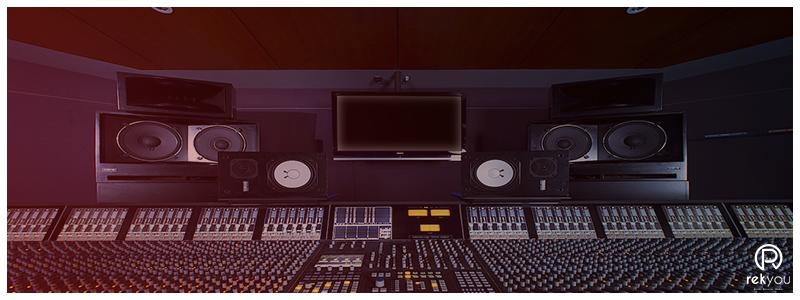 studio d'enregistrement de musique avec table de mixage