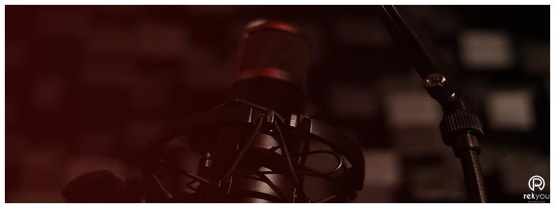studio d'enregistrement avec un micro