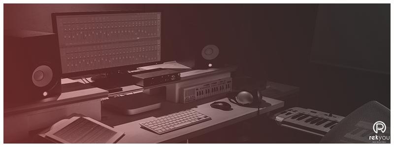 home studio a paris avec enceinte et ordinateur