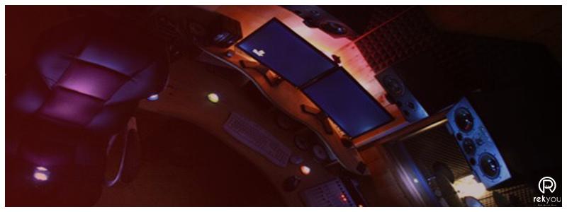 studio d'enregistrement avec ordinateur et enceinte a Paris